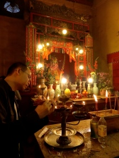 Plusieurs lieux possible pour la prière.