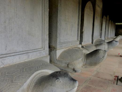 Les stèles de pierre